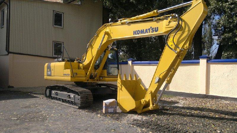 Komatsu-PC-220-8